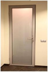 Стеклянные двери в алюминиевой рамке .