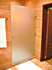 Стеклянные двери для душа в ассортименте